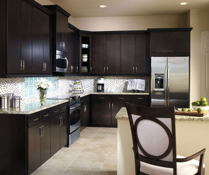 Attrayant Contemporary Kitchen With Sarsaparilla Cabinets By Aristokraft Cabinetry ...